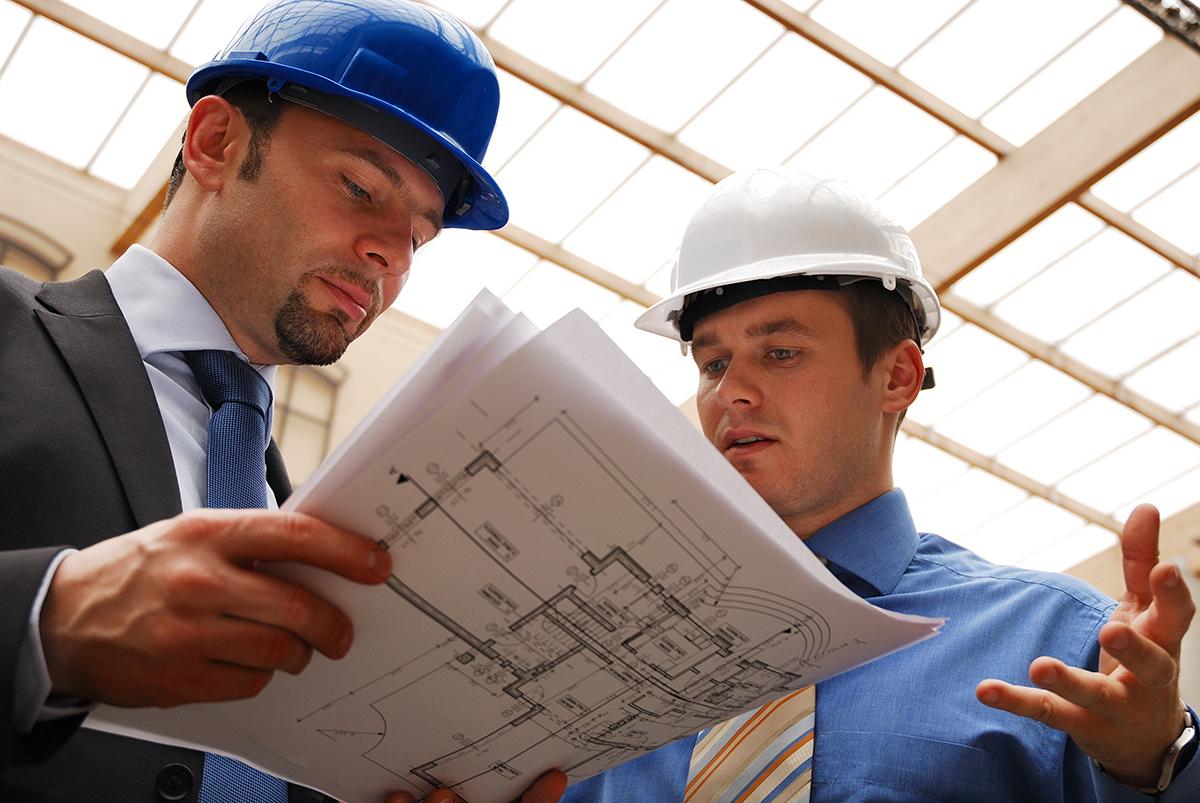 Mi a feladata az építési vállalkozónak és miben más az építésvezetőnek?