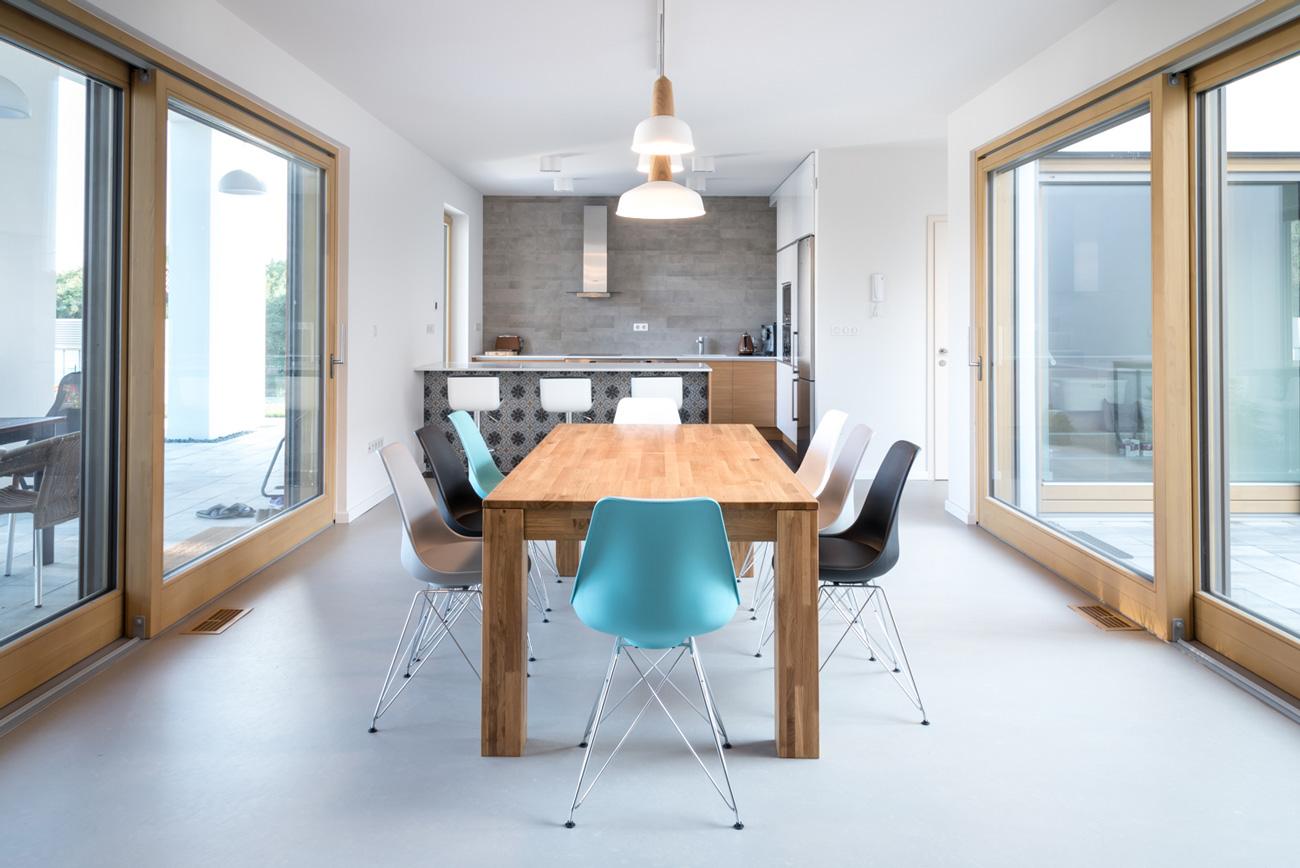 Juhász Janka által tervezett minimalista belső tér.